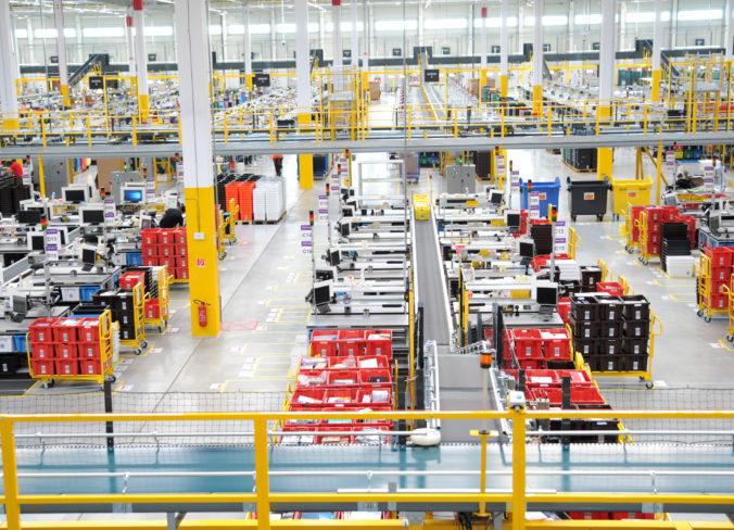 Amazon vytvorí tisíce pracovných miest, pre koronavírus ľudia viac nakupujú online