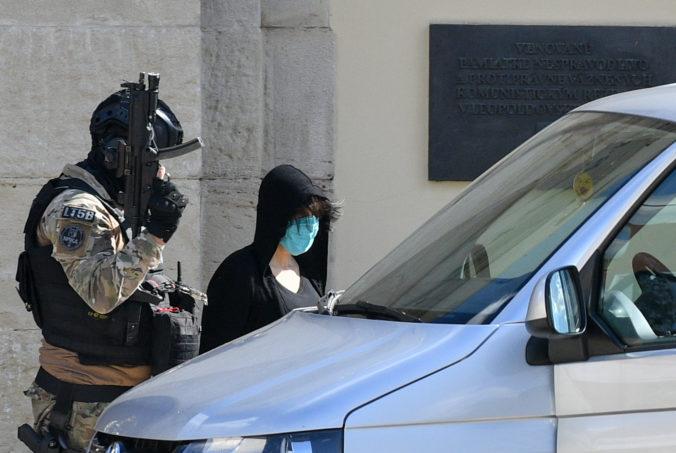 Zsuzsová sa dlho na slobode neohriala, po prepustení z Leopoldova si ju odviezla polícia (foto+video)