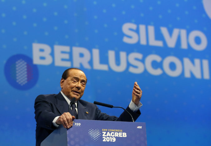 Berlusconi je v stabilizovanom stave, infekciu pľúc mu podchytili v skorom štádiu