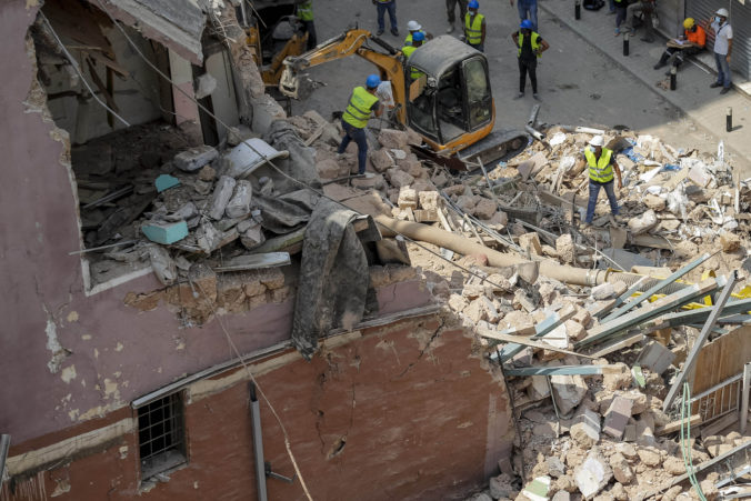Pátranie v sutinách domu po výbuchu v Bejrúte pokračuje, preživšieho sa zatiaľ nepodarilo nájsť