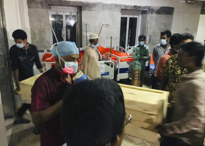 Unikajúci plyn vybuchol neďaleko mešity, hlásia mŕtvych aj desiatky zranených s ťažkými popáleninami (video)