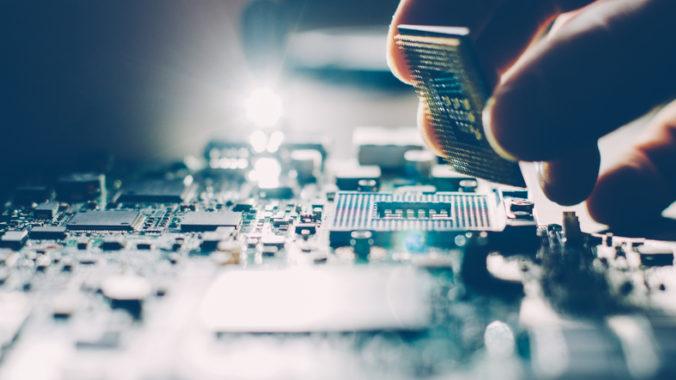 Americké úrady chcú zakázať predaj amerických technológií čínskemu výrobcovi čipov