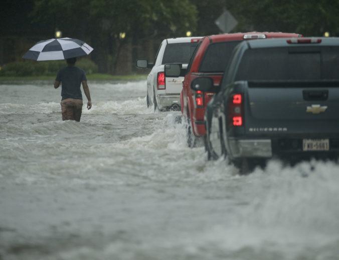 Počasie bude v nedeľu oblačné a vyskytnú sa búrky, pre tri okresy Žilinského kraja sú vydané výstrahy