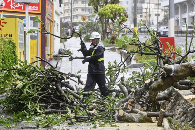 Pre blížiaci sa tajfún Haishen nariadili japonské úrady evakuáciu viac ako 200-tisíc obyvateľov