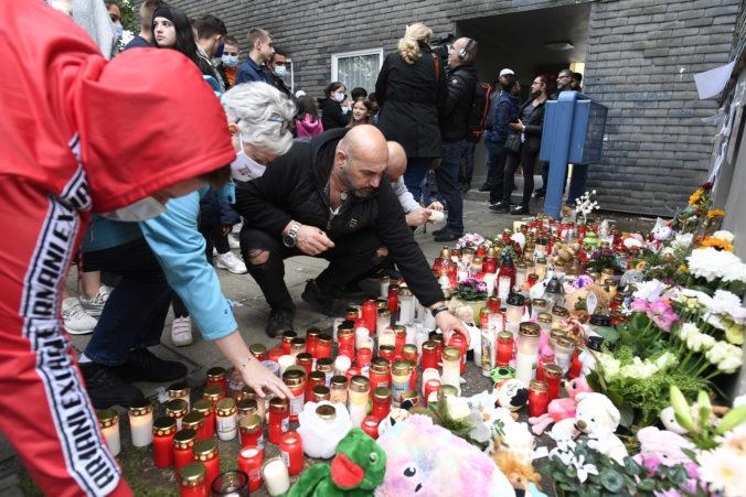 Stovky ľudí si uctili pamiatku piatich detí v nemeckom Solingene, mala ich zabiť vlastná matka