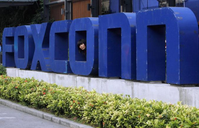 Nitrianskej fabrike Foxconn sa počas pandémie darí, týždenne naberá desiatky pracovníkov