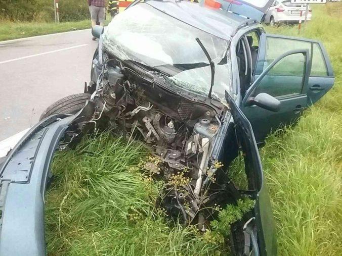 V Belej sa čelne zrazili tri autá, cestu museli po nehode uzavrieť (foto)