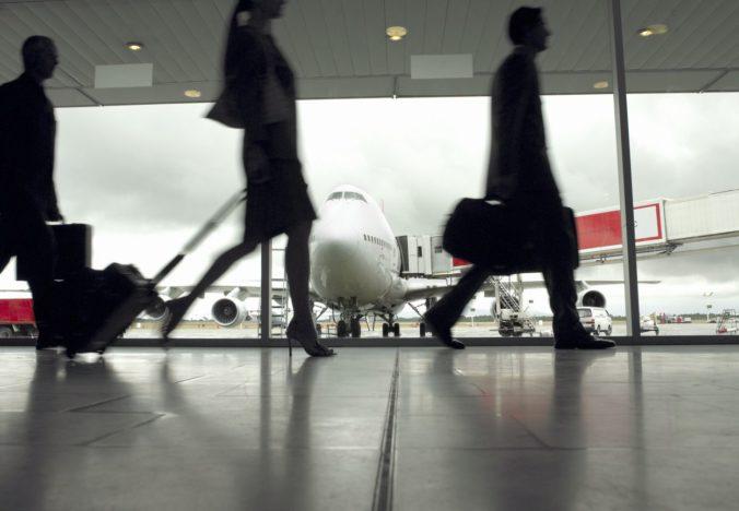 Anglicko v rámci opatrení proti šíreniu COVID-19 zavádza nové pravidlá pre navrátilcov z gréckych ostrovov