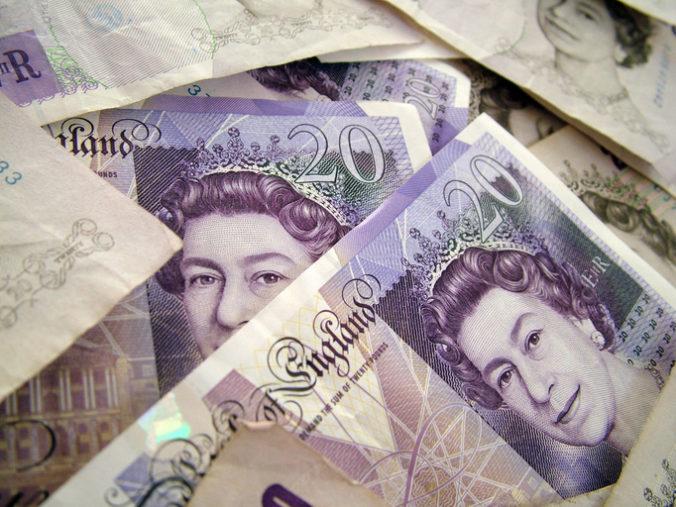 Britská vláda môžno vyplatila v rámci programu na udržanie pracovných miest počas koronavírusu miliardy libier omylom