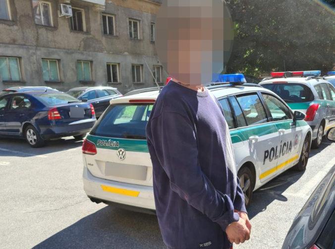 Polícia objasnila brutálnu vraždu mladej ženy, vrah ju najskôr dorezal a ešte živú odhodil do šachty