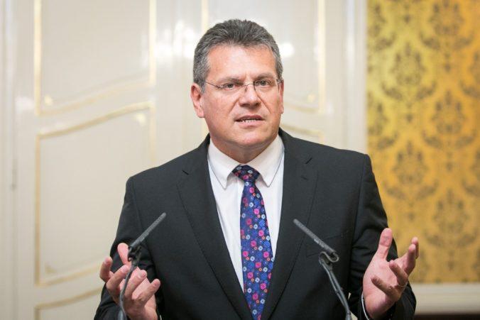 Šefčovič a Gove budú mimoriadne rokovať o Johnsonových plánoch, Únia žiada vysvetlenie