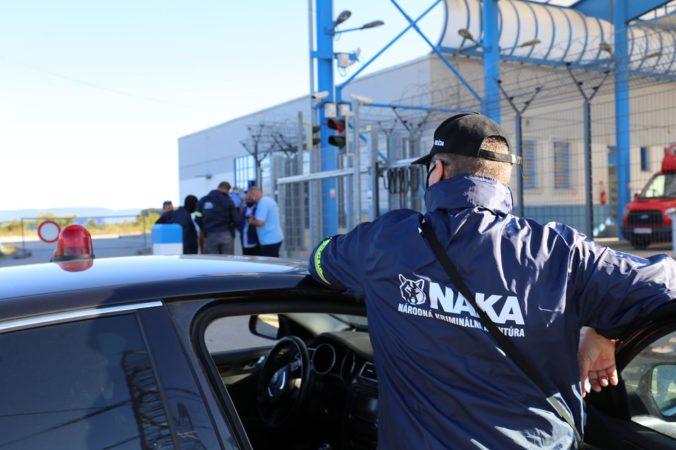 NAKA opäť zasahovala na Záhorí, počas akcie kliešť zadržala štyri podozrivé osoby