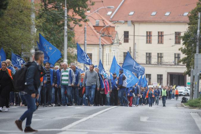 Sociálny zmier sa skončil, odkazujú odbory vláde a plánujú protestné pochody