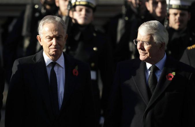 Bývalí premiéri kritizujú Johnsonov kontroverzný návrh zákona, vláda strápňuje Veľkú Britániu