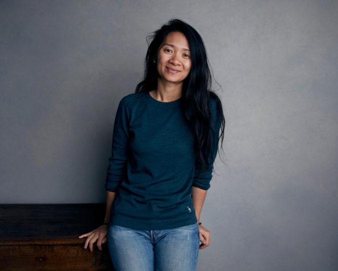 Zlatého leva na festivale v Benátkach získal film Krajina nomádov režisérky Chloé Zhao