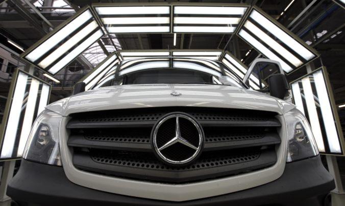 Daimler zaplatí USA viac ako miliardu dolárov, aby urovnal obvinenia z klamania pri kontrole emisií