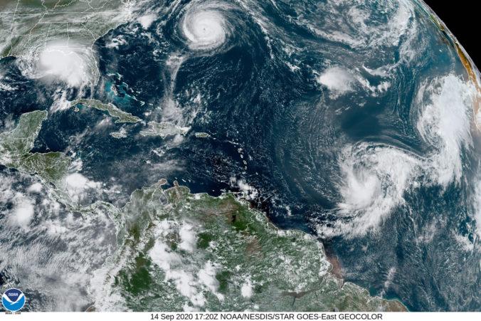 Hurikán Paulette zasiahol Bermudy, odniesli si to len stromy a elektrické vedenie (video)