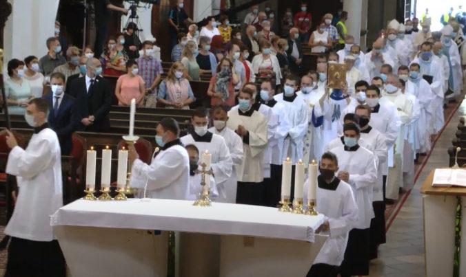 Púť k Sedembolestnej Panne Márii ovplyvnil koronavírus, prísť mohol len určitý počet veriacich