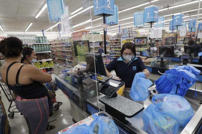 Maloobchod USA v auguste posilnil menej oproti očakávaniam, ľuďom navyše končia mimoriadne dávky