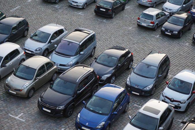 Poslanci schválili štátnu pomoc v súvislosti s koronavírusom pre predajcov automobilov