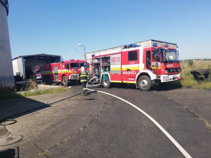 Seniora podozrivého z podpálenia domu v Seredi obvinia, muž zostáva za mrežami