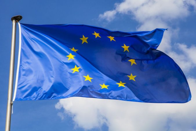 Európska únia útočí na poľskú demokraciu, krajina sa bráni voči kritike zvonka