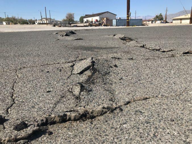 Po lesných požiaroch zasiahlo Kaliforniu zemetrasenie s magnitúdom 4,6