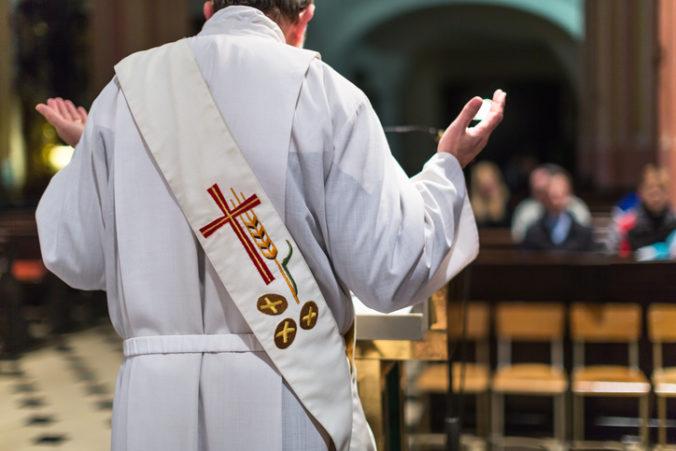 Boli by ste ochotní finančne prispievať cirkvi? Názory Slovákov v prieskume neboli jednotné