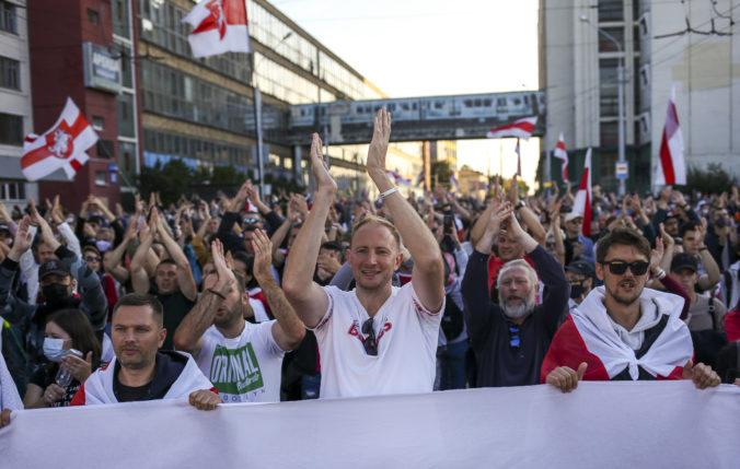 Desaťtisíce Bielorusov žiadalo odstúpenie Lukašenka, protesty trvajú už siedmy týždeň