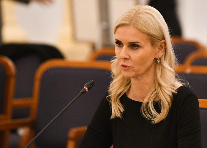 Špecializovaný súd predĺžil väzbu obvinenej Jankovskej, pred sudcu prišla napriek hladovke