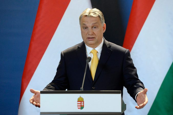 Orbán: Nesmieme dovoliť vírusu paralyzovať naše životy