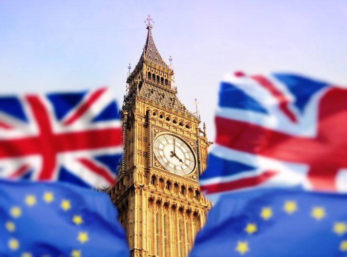 Brexit bez dohody môže byť niekoľkonásobne drahší ako koronavírus, britskú ekonomiku čaká skúška