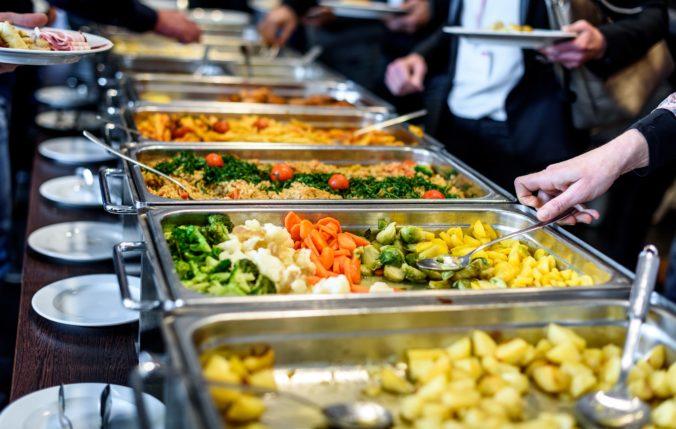 Gastrolístky podľa RÚZ ochudobňujú zamestnancov, AZZZ sa nepáči ani finančný príspevok na stravu