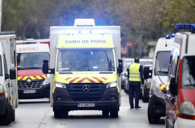 Neďaleko bývalej redakcie Charlie Hebdo dobodali niekoľko ľudí, podozrivého zadržali (foto)