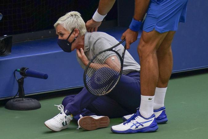 Rozhodkyňa, ktorú trafil Djokovič na US Open loptičkou, vraj rozhoduje zápasy inkognito