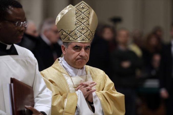 Vysokopostavený kardinál Becciu nečakane rezignoval, jeho meno sa spája s kontroverzným obchodom