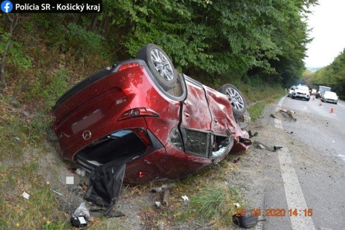 Na rovnej ceste nezvládol riadenie, vodič nafúkal viac ako dve promile (foto)