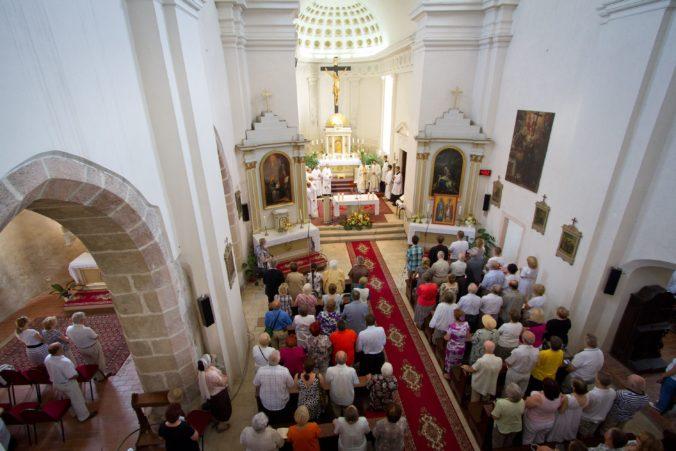 Navštevujete kostol v červenom okrese? Pozor si dajte na sedenie a nesmie sa ani spievať