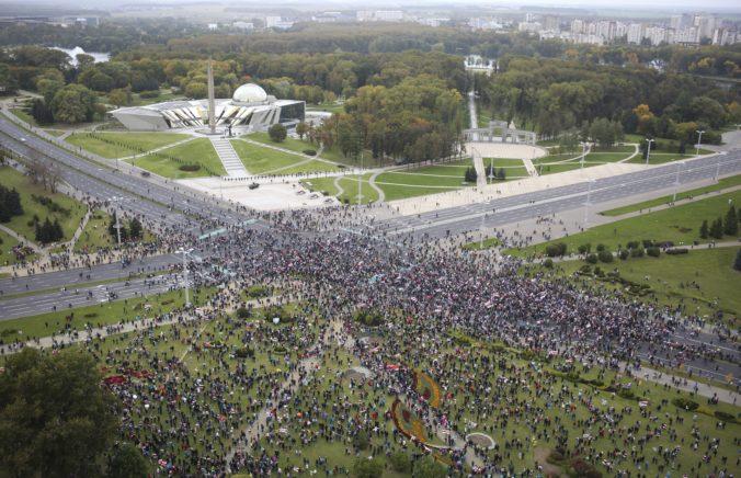 V Minsku opäť žiadali odstúpenie Lukašenka desaťtisíce demonštrantov (foto)