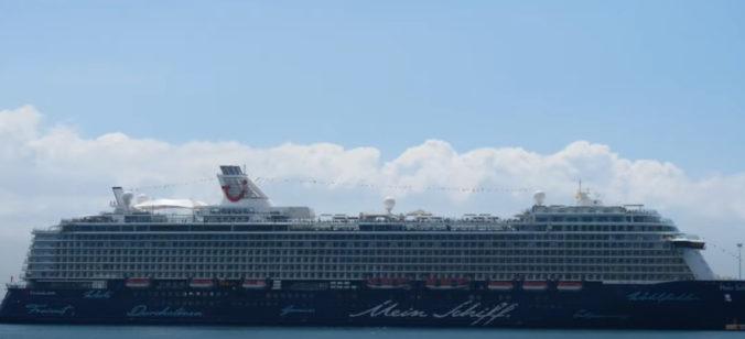 Na výletnej lodi v Grécku vypukol koronavírus, nakazených je dvanásť členov posádky