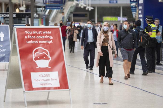 Za porušenie povinnej karantény mastná pokuta, Angličanov môže vyjsť prechádzka aj na 10-tisíc libier