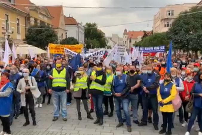 Odborári v Trnave protestovali proti vláde, medzi účastníkmi boli aj predstavitelia Hlas-SD