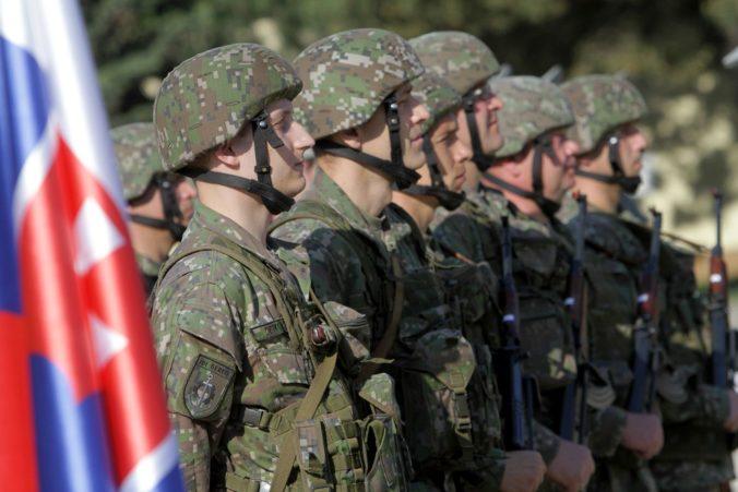 Viac ako 200 čakateľov nastúpilo na základný vojenský výcvik, sú medzi nimi desiatky žien