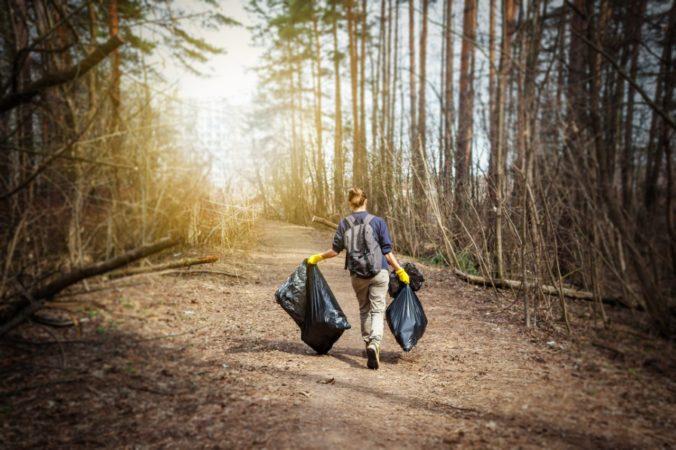 Dobrovoľníci vyzbierali stovky vriec odpadu
