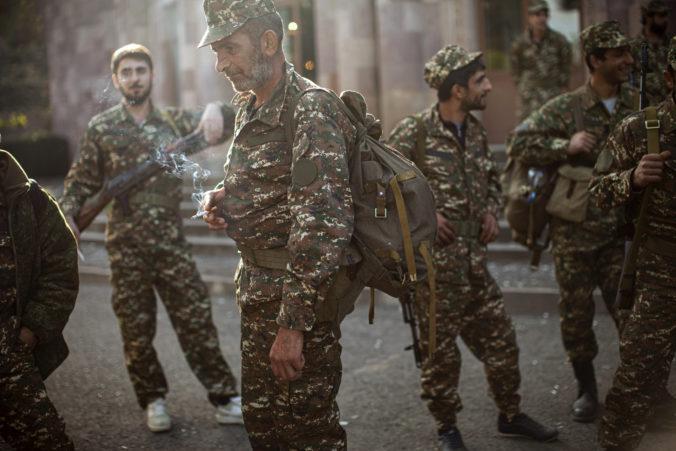 """Arménsko a Azerbajdžan znovu intenzívne bojujú, karabašský líder hovorí o """"poslednej bitke"""""""