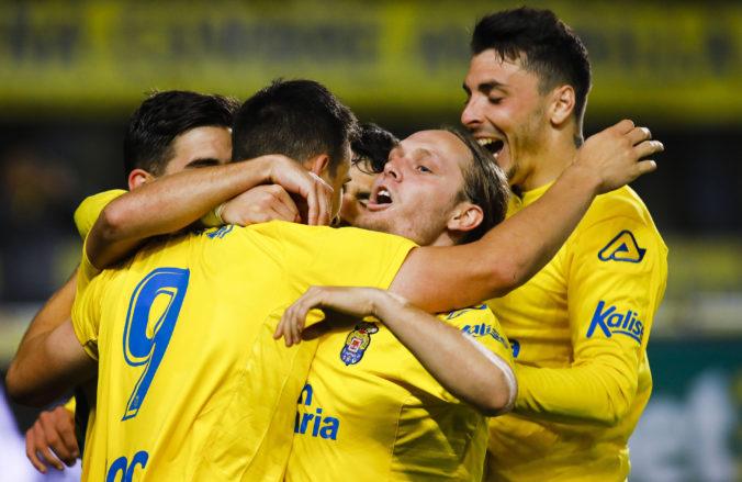 Španielsky druholigový tím UD Las Palmas sleduje svojich hráčov, hriešnik Tana dostal padáka