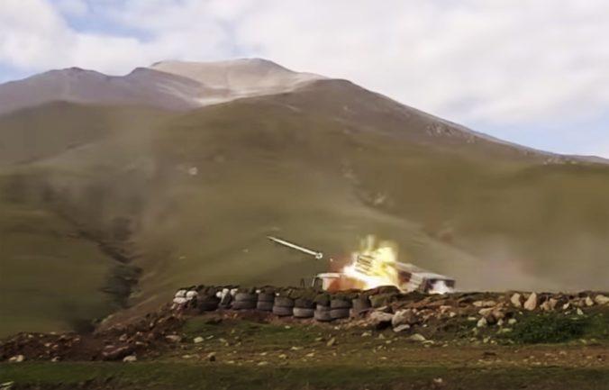 Boje o Náhorný Karabach pokračovali, Azerbajdžan ostreľoval hlavné mesto provincie