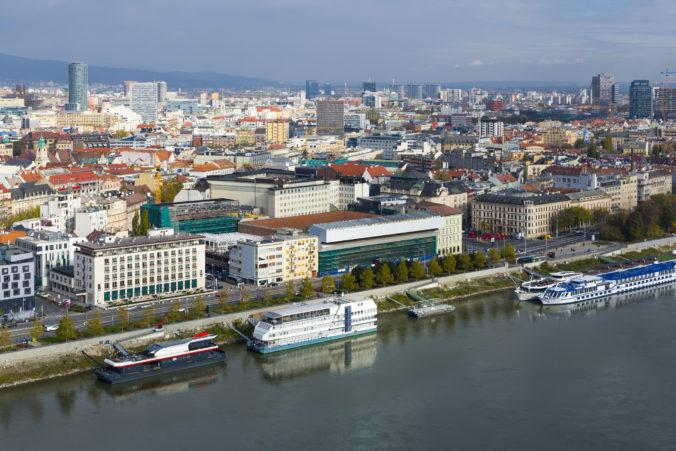 Komu sa najviac oplatí odísť za prácou do Bratislavy? Robotníci ani upratovačky to nie sú
