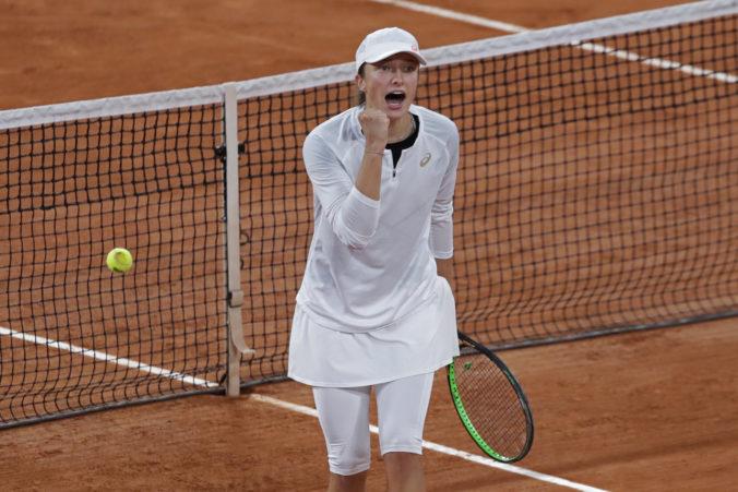 Senzácia na úkor svetovej dvojky, proti mladej Poľke na Roland Garros uhrala len tri gemy