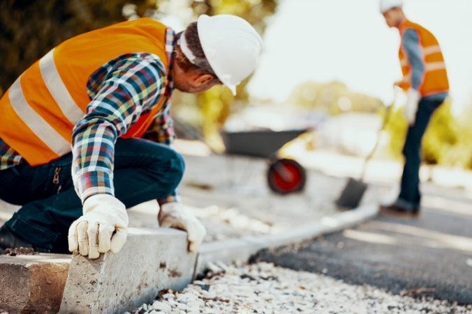 Stavebníctvo môže pre koronakrízu čeliť komplikáciám, pripúšťa ministerstvo
